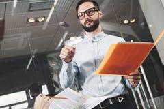 Foto dello specialista di ora che conduce una riunione e un addestramento dello staf immagine stock libera da diritti