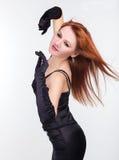 Foto den härliga flickan i en svart klänning Royaltyfria Bilder