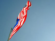 Foto der amerikanischer Flagge wellenartig bewegend in den Wind lizenzfreies stockbild