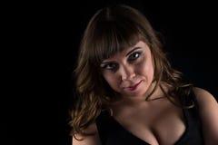Foto der curvy Frau des jungen Brunette lizenzfreies stockfoto
