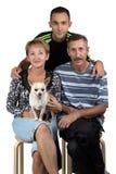 Foto der glücklichen Familie mit Hund Stockbild
