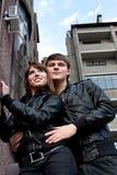 Foto der lächelnden Frau und des Mannes draußen Lizenzfreie Stockbilder