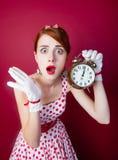Foto der schönen jungen Frau in der Weinlese punktierte Kleid mit Alar Lizenzfreies Stockfoto