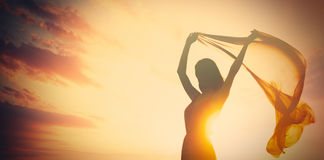 Foto der schönen jungen Frau mit Schal auf dem wunderbaren Stockbilder