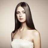 Foto der schönen jungen Frau. Weinleseart Stockbild