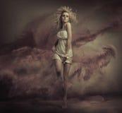 Foto der schönen Kunst der blonden Schönheit Lizenzfreie Stockfotografie