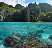 Foto der scharfen Klippen und der bunten Korallenriffe auf den Philippine Stockfotos