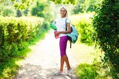 Foto des athletischen Mädchens mit Sportwolldecke Stockbild