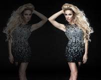 Foto des attraktiven blonden Mädchens, das elegantes Kleid trägt. Stockfotografie