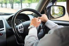 Foto des Fahrers hupend im Verkehr stockfotos