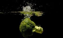 Foto des Gemüses fallen gelassen unter Wasser Lizenzfreies Stockbild