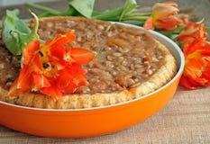 Foto des geschmackvollen Karamelltörtchens in der Bratpfanne Lizenzfreie Stockbilder