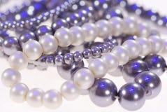 Foto des kostbaren Schmucks Halskette der grauen Perlennahaufnahme lizenzfreie stockfotos
