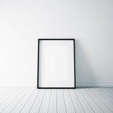 Foto des leeren Rahmens auf dem weißen Boden vertikal Stockfoto