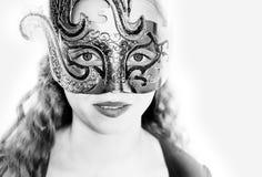 Foto des Mädchengesichtes in einer Maske Stockfoto