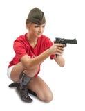 Foto des Mädchens in der Überseeschutzkappen-Holdinggewehr Lizenzfreies Stockfoto