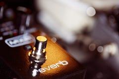 Foto des Musikgangs - Gitarre reverb Pedal stockbild