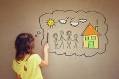 Foto des netten Kindes stellen sich eine glückliche Familie vor Satz infographics über strukturiertem Wandhintergrund Lizenzfreie Stockbilder