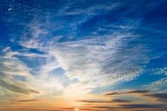 Foto des Sonnenunterganghimmels lizenzfreie stockfotos