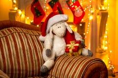 Foto des Symbols Jahres 2015 - Schafe, an verziertem Haus Lizenzfreies Stockfoto