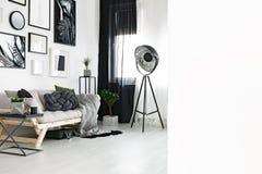 Foto des weißen Wohnzimmers Stockbilder