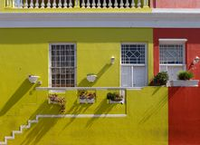Foto detalhada das casas no quarto malaio, BO-Kaap, Cape Town, África do Sul Área histórica de casas brilhantemente pintadas foto de stock royalty free