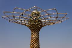 Foto di bello albero della vita (vita in italiano), il simbolo di della di Albero dell'Expo 2015 Fotografia Stock