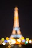 Foto di Bokeh della torre Eiffel alla notte a Parigi Immagini Stock
