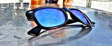 Foto di copertura degli occhiali da sole immagini stock