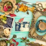 Foto di famiglia dorata dell'album per ritagli della cornice delle foglie di autunno Fotografia Stock Libera da Diritti