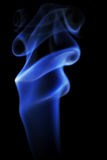 Foto di fumo blu su un fondo nero Fotografia Stock Libera da Diritti