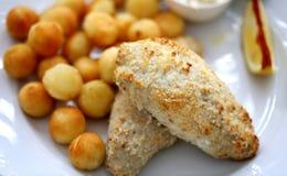 Foto di macro piatto di pesce con le patate Immagini Stock Libere da Diritti