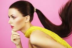 Foto di modo di bella donna con il ponytail Fotografie Stock Libere da Diritti
