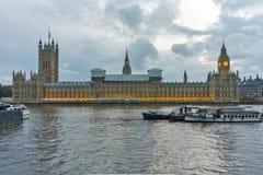 Foto di notte delle Camere del Parlamento con Big Ben, palazzo di Westminster, Londra, Inghilterra Immagine Stock Libera da Diritti