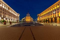 Foto di notte delle costruzioni della presidenza, delle costruzioni del Consiglio dei Ministri e di precedente PA del comunista fotografia stock libera da diritti