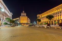 Foto di notte delle costruzioni della presidenza e di precedente Camera del partito comunista a Sofia, Bulgaria Fotografia Stock Libera da Diritti