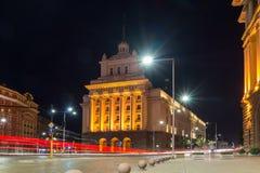 Foto di notte di costruzione di precedente Camera del partito comunista a Sofia, Bulgaria Fotografia Stock Libera da Diritti