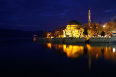 Foto di notte di Golyazi, moschea, Bursa fotografia stock
