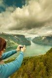 Foto di presa turistica dal punto di vista Norvegia di Stegastein Fotografie Stock