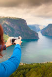 Foto di presa turistica dal punto di vista Norvegia di Stegastein Fotografie Stock Libere da Diritti