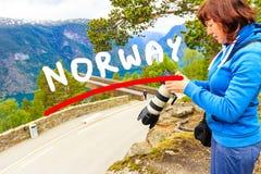 Foto di presa turistica dal punto di vista Norvegia di Stegastein Fotografia Stock