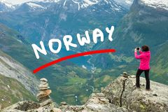 Foto di presa turistica dal punto di vista Norvegia di Dalsnibba Immagini Stock Libere da Diritti