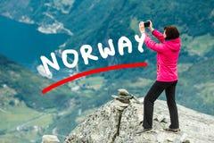 Foto di presa turistica dal punto di vista Norvegia di Dalsnibba Fotografia Stock Libera da Diritti