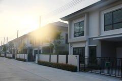 Foto di riserva: Costruzione di alloggio con il fondo del cielo Fotografia Stock