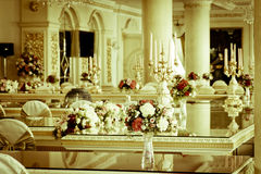 Foto di riserva - grandi stanza & salone di lusso di Dinning Immagini Stock Libere da Diritti