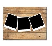 Foto di riserva: Strutture della foto della polaroid su vecchio fondo di legno Fotografie Stock Libere da Diritti