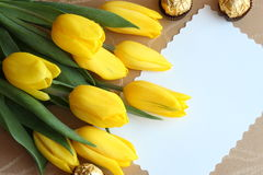 Foto di scorta di schede del regalo dei tulipani di giorno dei biglietti di S. Valentino Immagine Stock Libera da Diritti