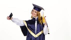 Foto di Selfe con il diploma laureato bianco video d archivio