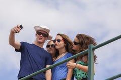 Foto di Selfie del gruppo degli adolescenti Immagini Stock Libere da Diritti
