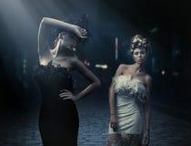 Foto di stile di moda delle signore di due modi Fotografia Stock Libera da Diritti